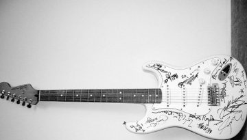 guitarra-Reach-Out-To-Asia-Fender-Stratocaster