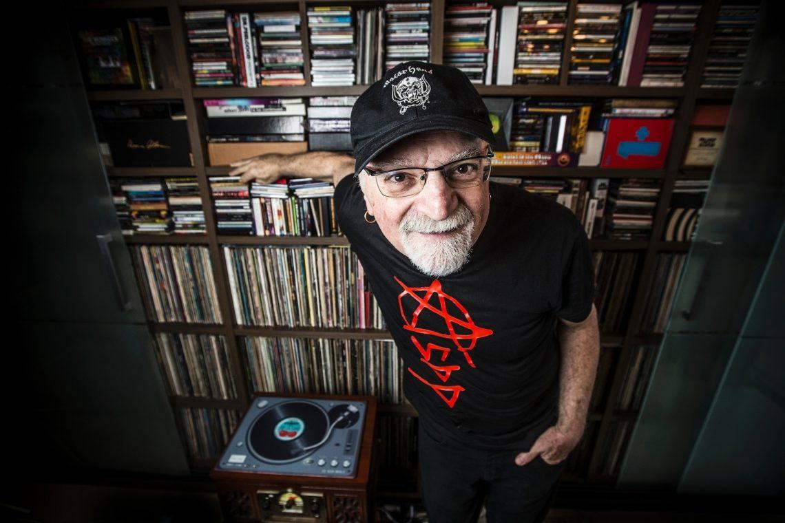 kid-vinil-e-cantor-compositor-radialista-apresentador-jornalista-colecionador-de-discos-e-versatil-como-sao-paulo-1453568547235_1920x1280