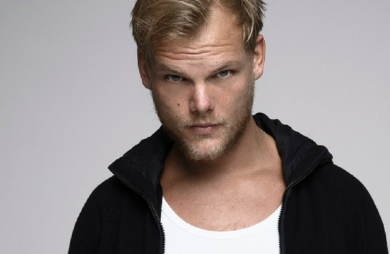 O DJ sueco de música eletrônica foi encontrado morto na cidade de Mascate, em Omã. Ainda não foi divulgada a causa da morte.