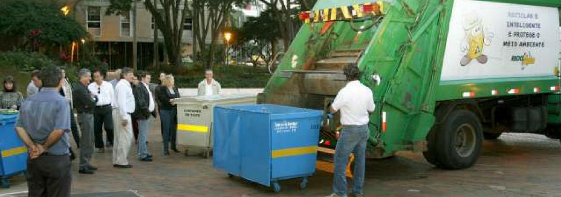 Em votação unânime entre vereadores, foi aprovado projeto de lei que prevê a troca de contêineres de metal por outros de polietileno, um tipo de plástico.