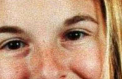 O caso von Richthofen, como ficou conhecido o assassinato de um rico casal de São Paulo pela filha Suzane von Richthofen, vai ganhar filme. O longa-metragem se chamará A Menina Que Matou Os Pais e será um drama psicológico que narra o julgamento de Suzane e Daniel Cravinhos, réus confessos desse crime que parou o país em 2002. O filme deve contar todos os processos envolvendo o caso, como o planejamento e a execução do assassinato, a repercussão na mídia brasileira e a condenação. A produção ficará a cargo da Galeria Filmes, terá direção de Mauricio Eça (Apneia e Carrossel) e roteiro do escritor Raphael Montes (Suicidas) e Illana Casoy, criminóloga e escritora especialista em assassinos em série no Brasil. A Menina Que Matou Os Pais ainda não anunciou o elenco ou divulgou a data de estreia, mas segundo o Omelete as filmagens devem começar no segundo semestre desse ano.