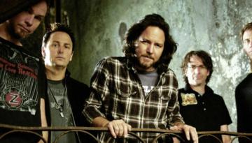 Exposição do Pearl Jam, em Seattle, arrecadou US$ 11 milhões, o equivalente a R$ 42 milhões. Desse valor, 90% foi doado para a caridade.