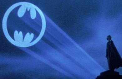 Aniversário de 80 anos da criação de Batman terá como homenagem o Bat sinal em grandes cidades