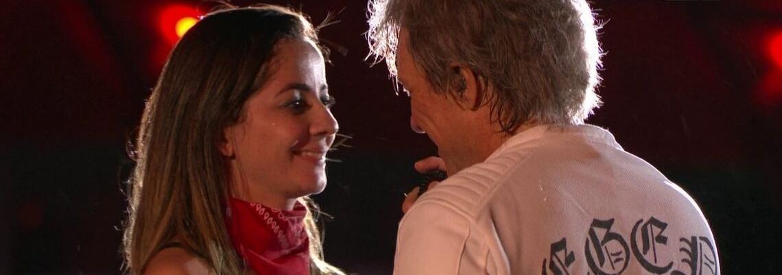 Fã que beijou Bon Jovi ganha bolsa de estudos para aprender inglês