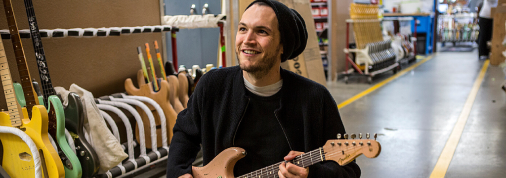 Já ouviu Josh Klinghoffer (ex-Red Hot Chilli Peppers) tocando Jorge Ben Jor?