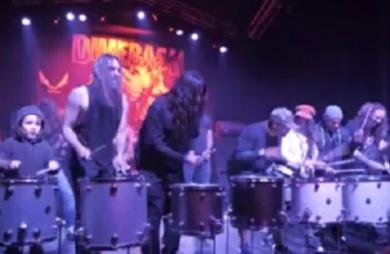 Supergrupo de Heavy Metal com Dave Grohl toca Sepultura em evento; vídeo